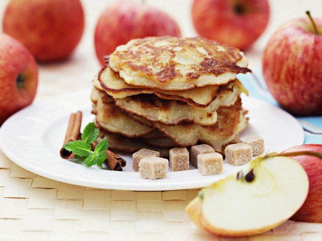 Осенние оладушки с яблочками рецепт